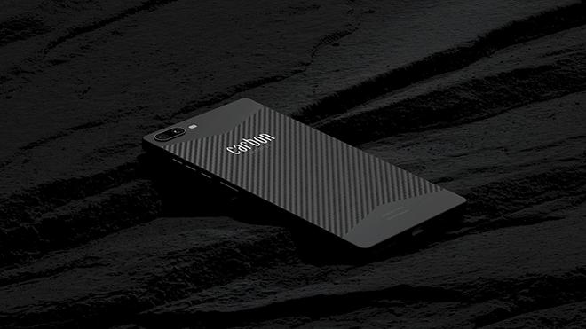 Đây là chiếc smartphone siêu bền bằng vật liệu carbon đầu tiên trên thế giới - 2