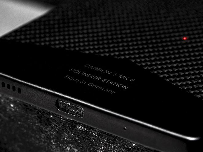Đây là chiếc smartphone siêu bền bằng vật liệu carbon đầu tiên trên thế giới - 7