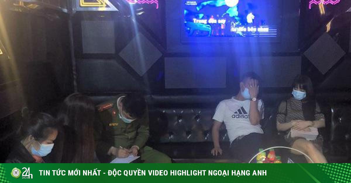 Cho khách hát karaoke bất chấp quy định, bị phạt 25 triệu đồng