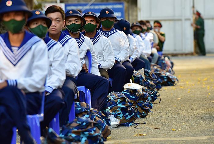 2 cô gái rạng rỡ giữa ngàn tân binh lên đường nhập ngũ - hình ảnh 4