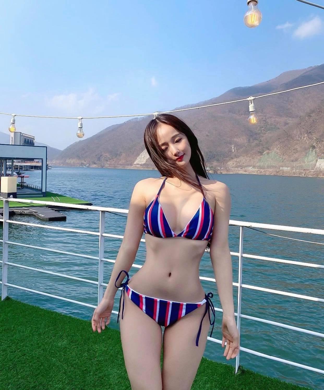 Nữ bác sĩ gợi cảm nhất bệnh viện đại học xứ Hàn chuộng bikini nhỏ xíu quyến rũ - 7