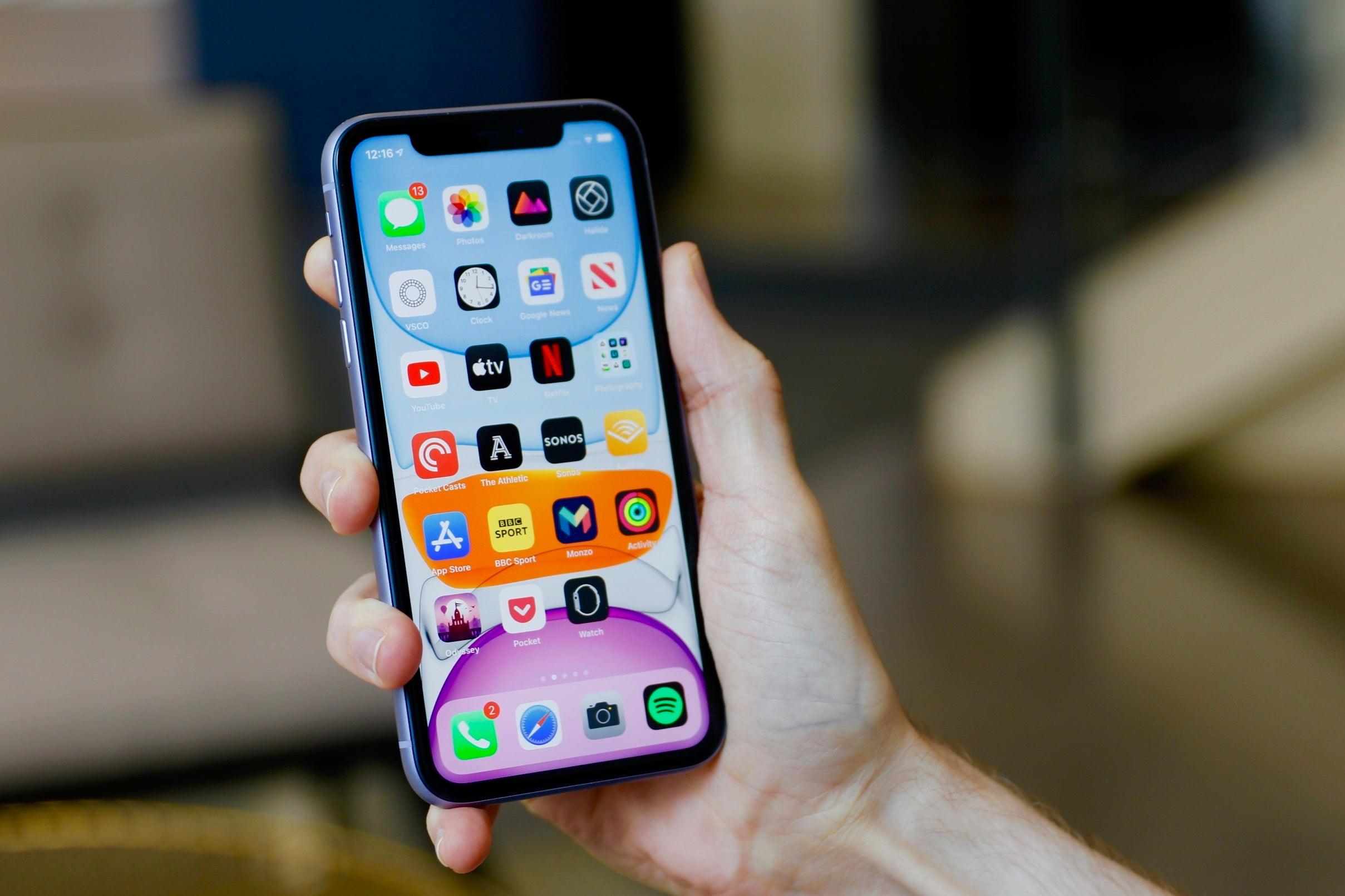 Trong tầm giá 17 triệu, iPhone 11 có còn đáng mua trong năm 2021? - 1