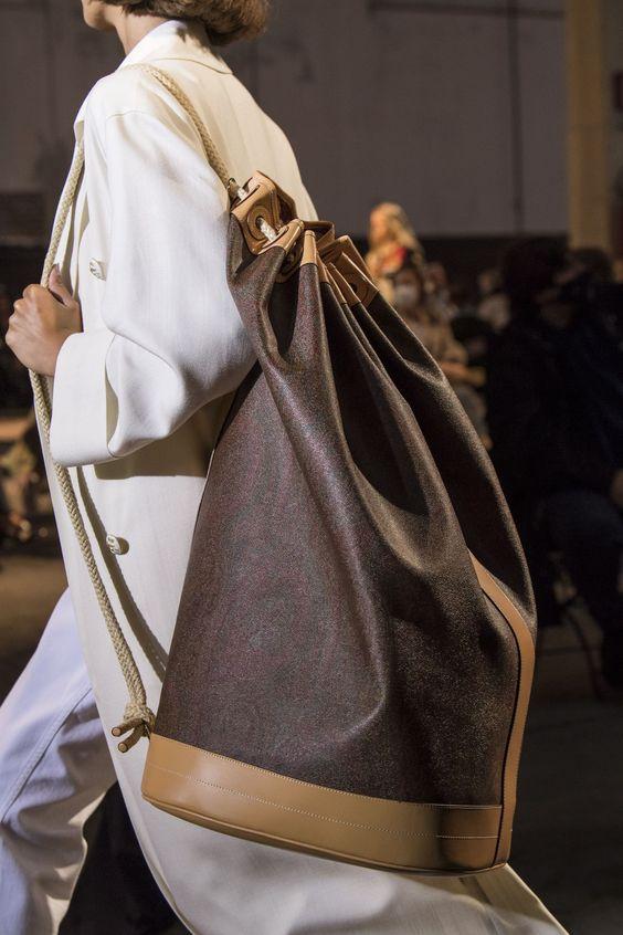 """Trend cũ lại mới: Túi xách """"khổng lồ"""" dường như muốn đựng cả thế giới - 2"""