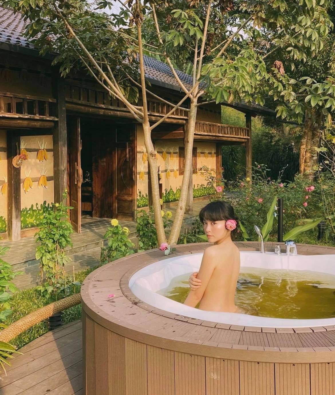 """Bạn gái xinh đẹp của cơ trưởng trẻ nhất Việt Nam có nhiều tuyệt chiêu """"tút"""" dáng"""