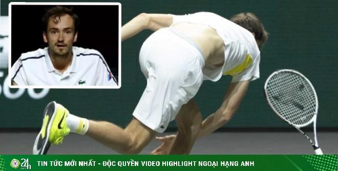 Medvedev nổi điên đập nát vợt: Ức chế vì thua sốc, lỡ dịp vượt Nadal