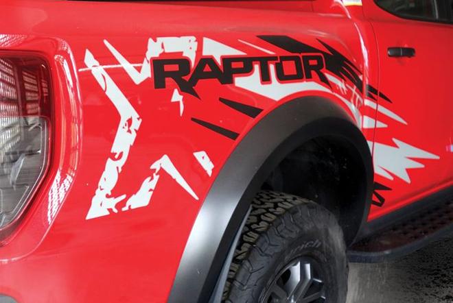 Ford Ranger Raptor có thêm phiên bản X Special màu đỏ với decal tia chớp siêu cháy - 4