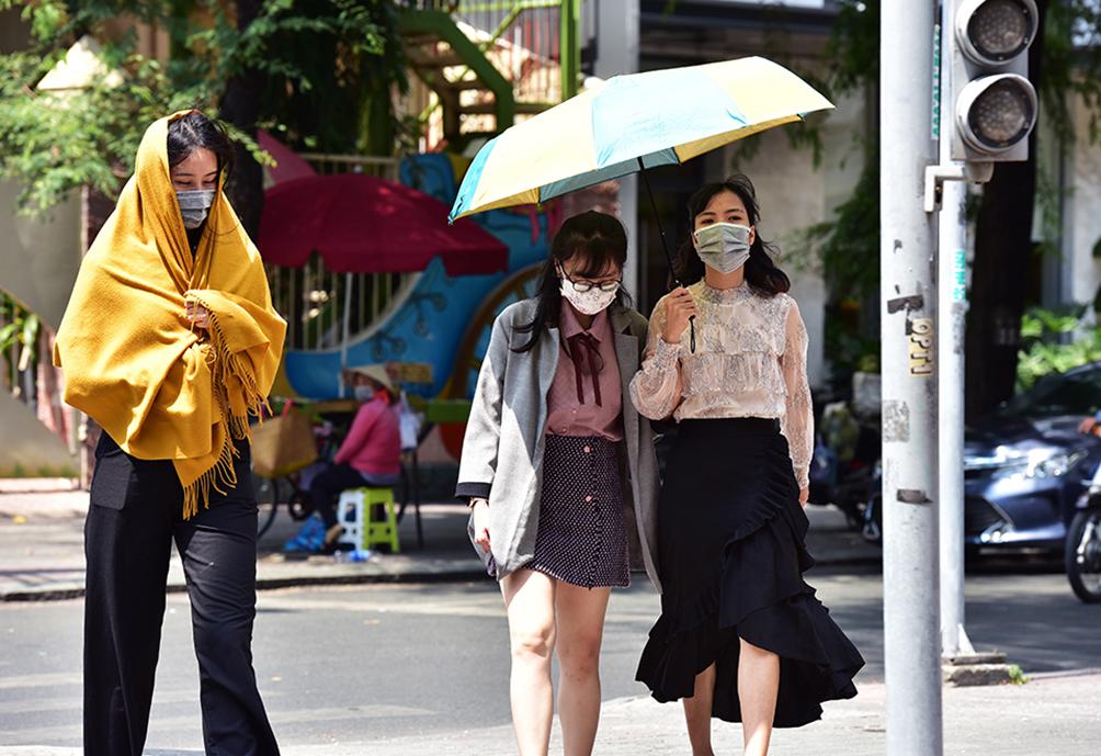 Người Sài Gòn vật vã dưới nắng nóng như thiêu đốt - 6