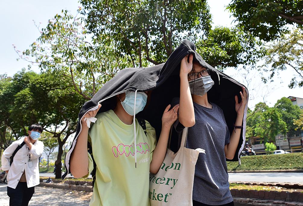 Người Sài Gòn vật vã dưới nắng nóng như thiêu đốt - 7