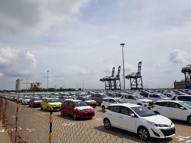 Ô tô nhập giá từ 400 triệu đồng/xe ùn ùn vào Việt Nam - 1
