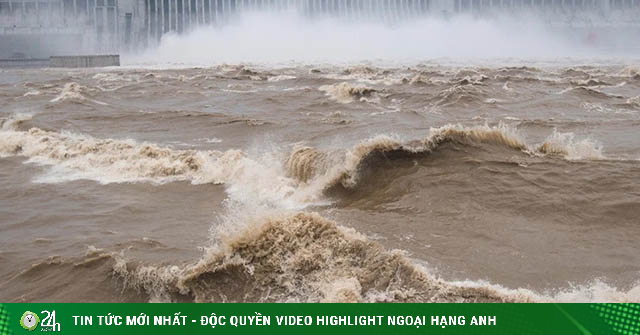 NÓNG nhất tuần: Điểm không lành trên con sông lớn nhất Trung Quốc