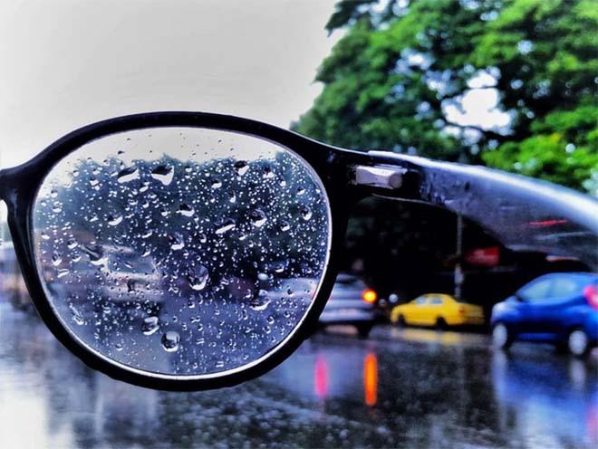 5 điều cần biết khi đi xe máy dưới trời mưa phùn, sương mù - 4