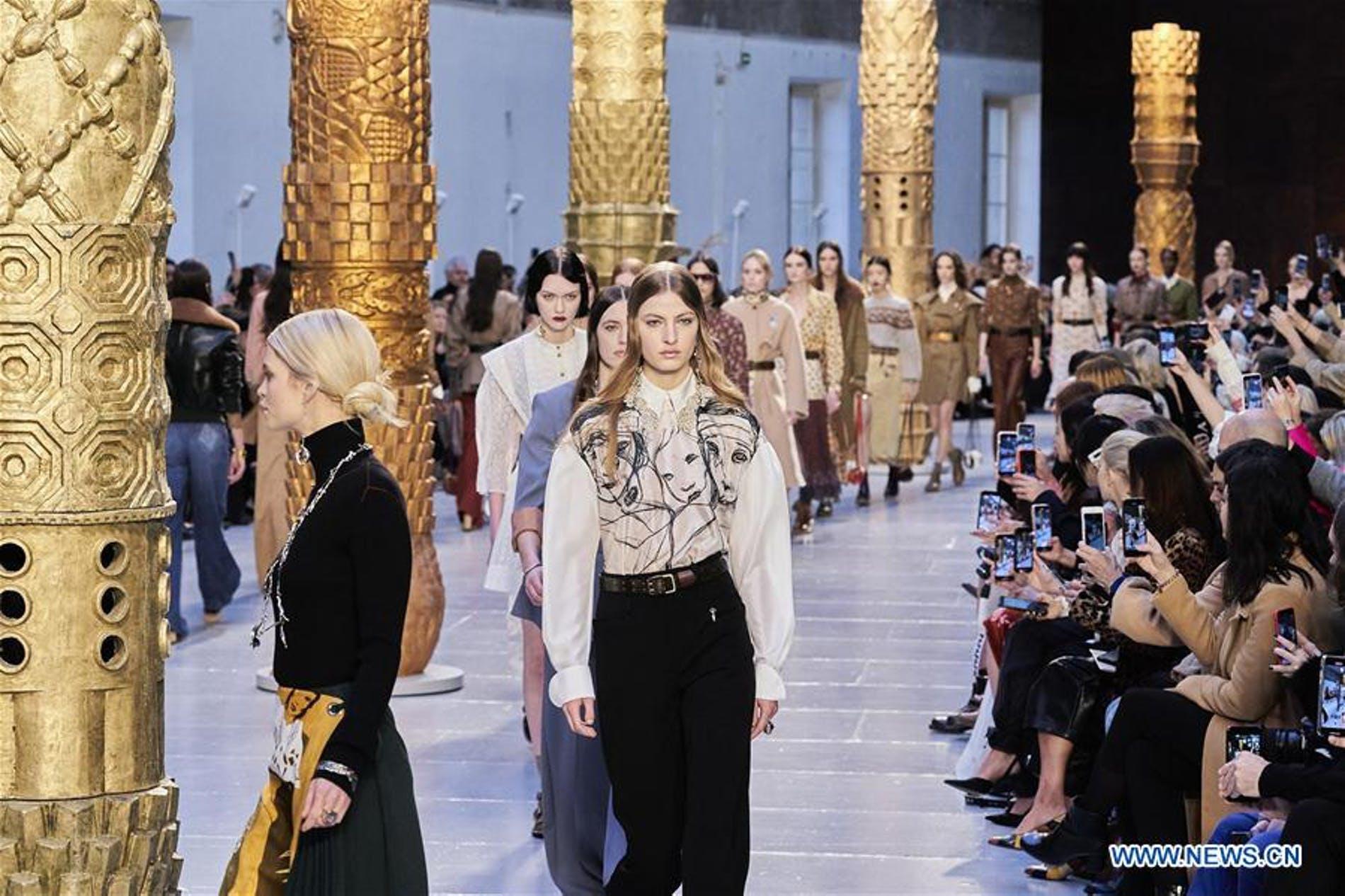 Những điều thú vị gì đã diễn ra tại tuần lễ thời trang Paris 2021 - 1