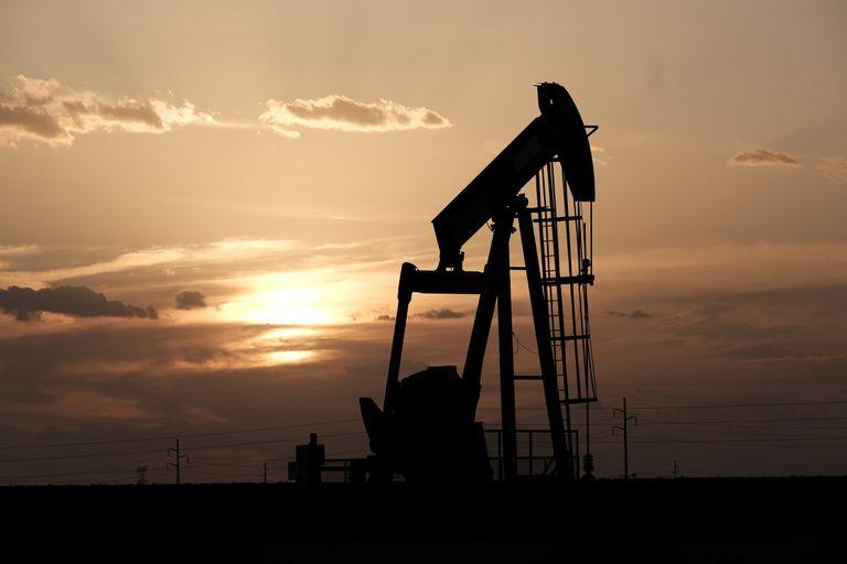 Giá dầu hôm nay 15/3: Tăng phiên đầu tuần - 1