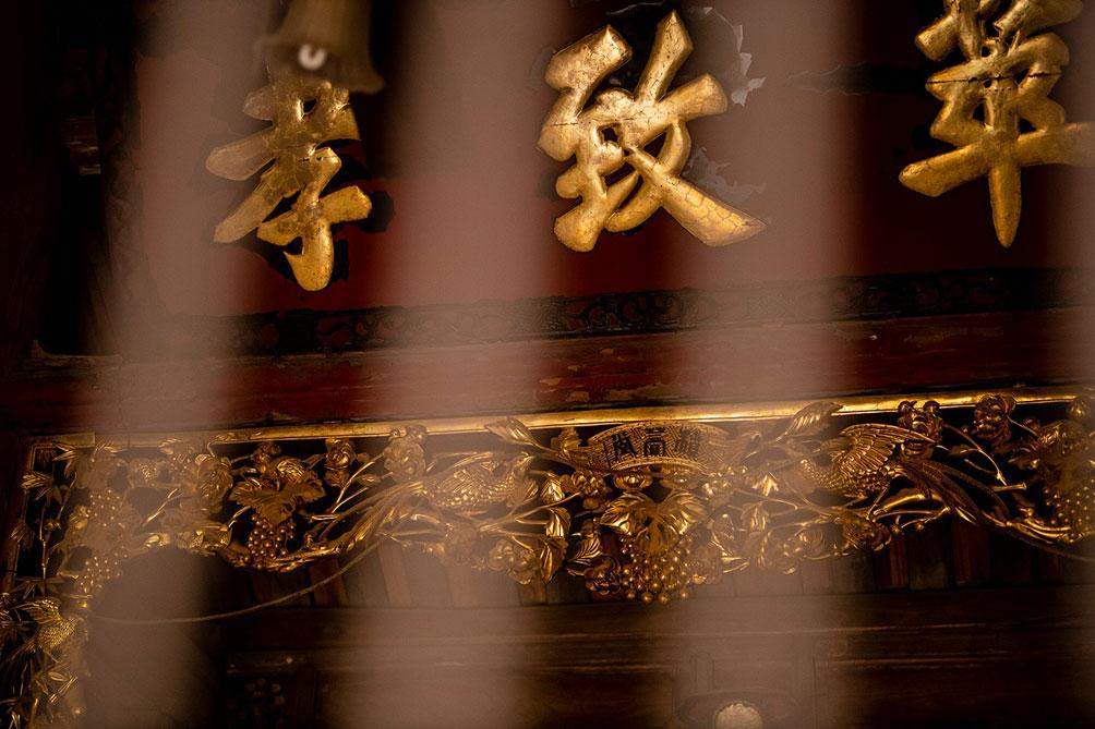 Ngôi nhà cổ gần 200 tuổi chứa bảo vật dát vàng, giá nào cũng không bán - hình ảnh 10