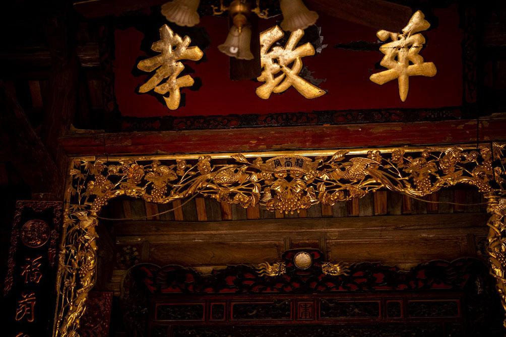 Ngôi nhà cổ gần 200 tuổi chứa bảo vật dát vàng, giá nào cũng không bán - hình ảnh 13