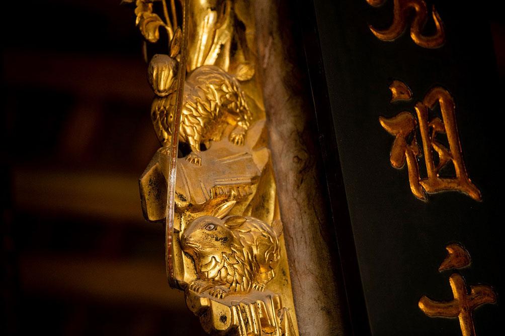 Ngôi nhà cổ gần 200 tuổi chứa bảo vật dát vàng, giá nào cũng không bán - hình ảnh 9