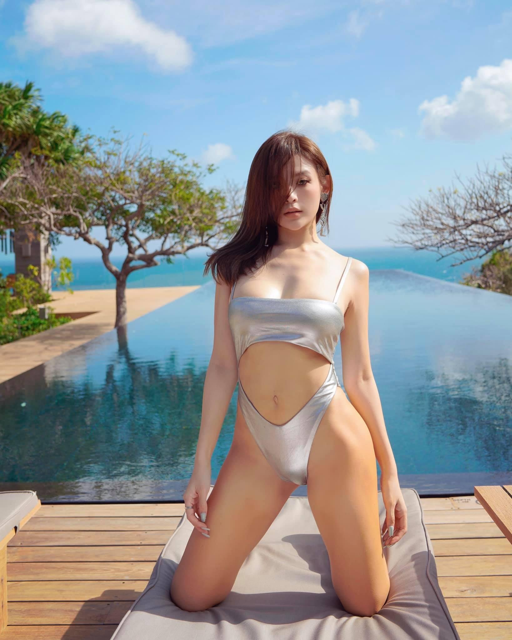 """Hot girl Việt ở lâu đài hơn 100 tỷ mặc kiểu """"nữ thần tình ái"""" hút hồn người ngắm"""