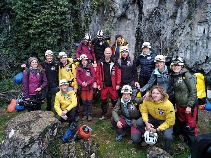 Thử thách khắc nghiệt khi sống trong hang động hẻo lánh 40 ngày - hình ảnh 1