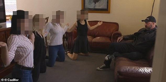 Bắt trùm đường dây nô lệ tình dục thường buộc các cô gái tập thể dục cho dáng đẹp