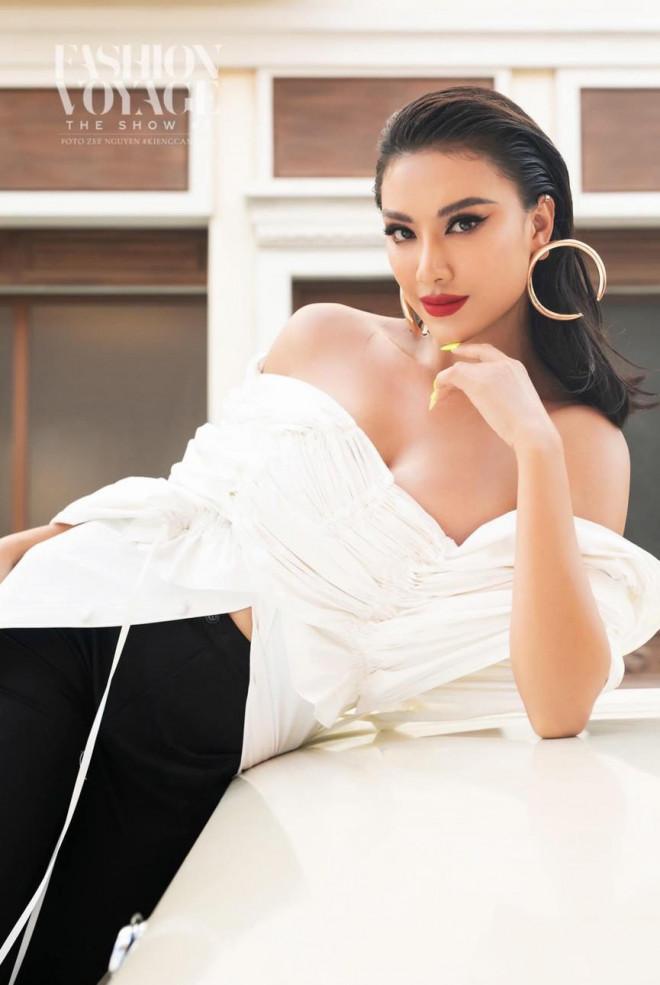 Hoa hậu Thu Thảo tái xuất đẹp như hoa, Tiểu Vy trễ nải vòng một cực nóng bỏng