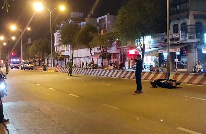Thanh niên tử vong trên đường, xe máy văng xa gần 50m sau TNGT - hình ảnh 1