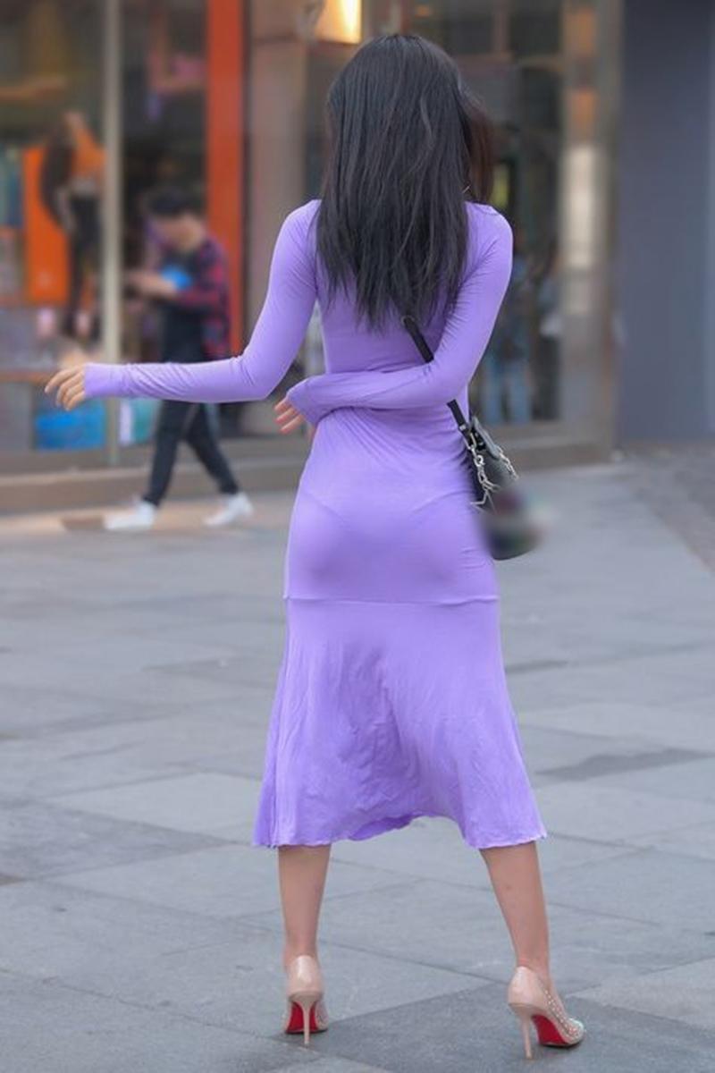 """Đi mua hoa quả, cô gái """"phát sáng"""" giữa phố vì trang phục mỏng dễ nhìn xuyên qua - hình ảnh 5"""