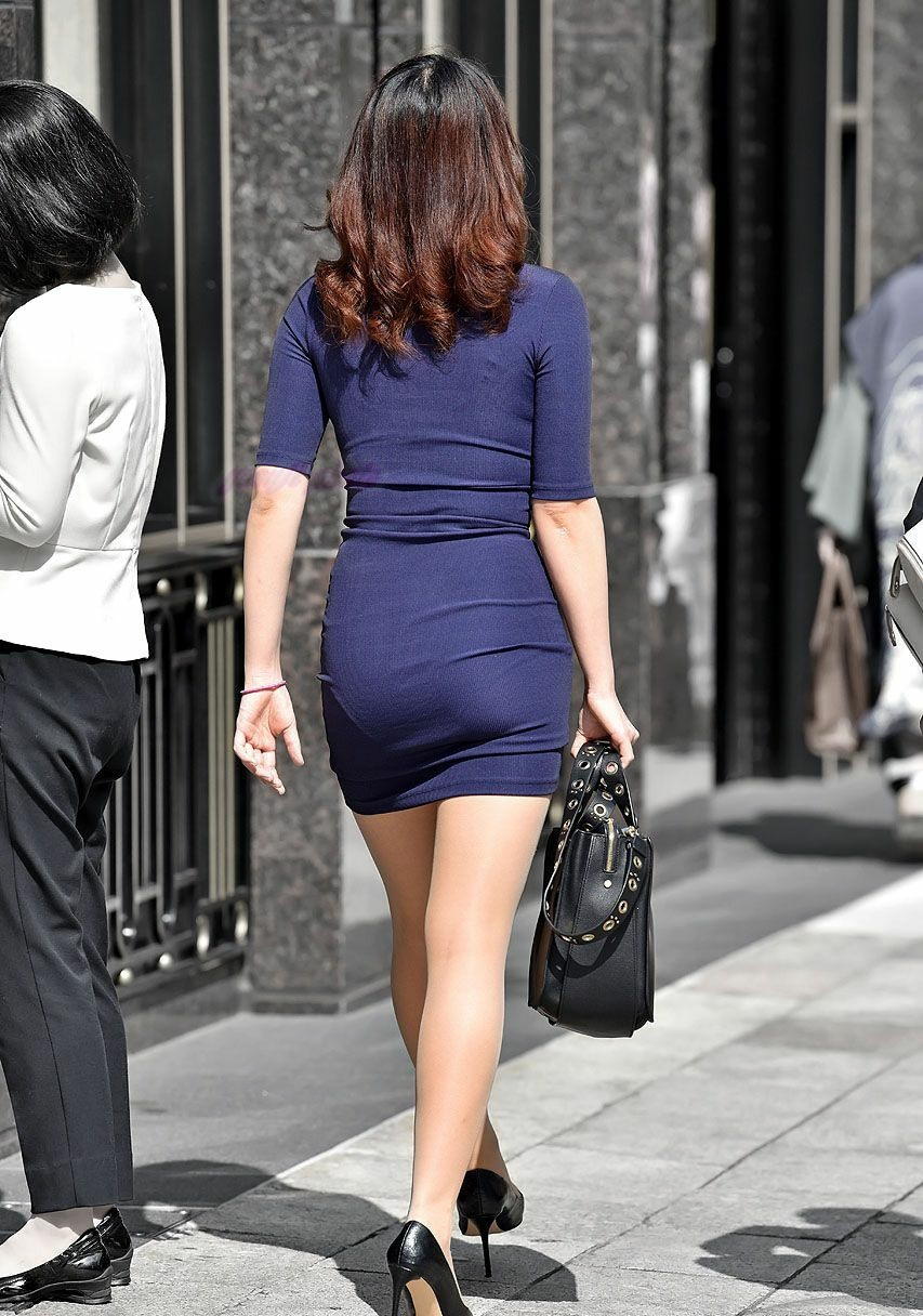 """Đi mua hoa quả, cô gái """"phát sáng"""" giữa phố vì trang phục mỏng dễ nhìn xuyên qua - hình ảnh 7"""