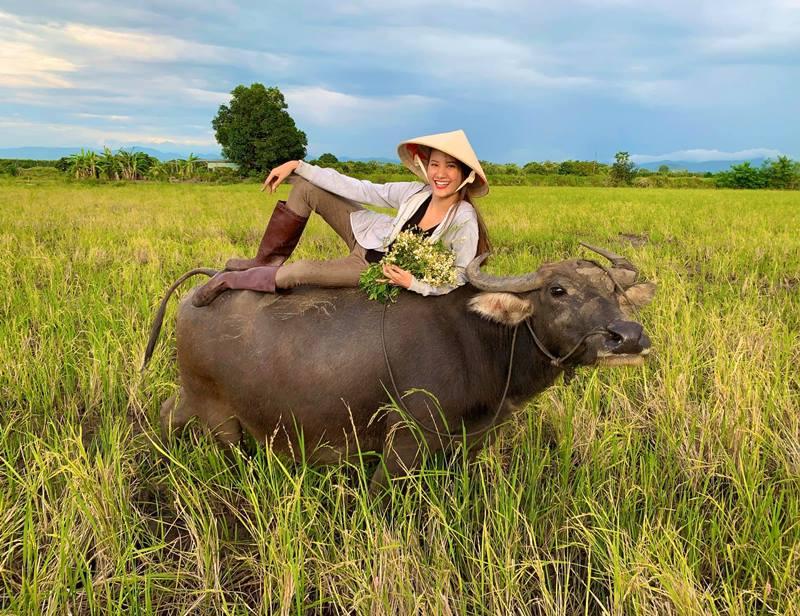 Cơ thể đẹp như búp bê của người đẹp Việt từng 10 năm chăn trâu - hình ảnh 4