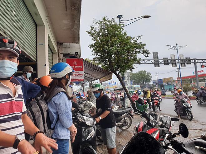 """""""Mưa vàng"""" đổ xuống Sài Gòn sau chuỗi ngày nắng như đổ lửa - 5"""