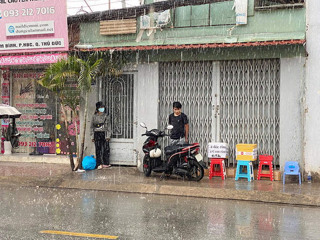 """""""Mưa vàng"""" đổ xuống Sài Gòn sau chuỗi ngày nắng như đổ lửa - 6"""