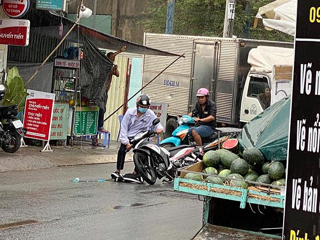 """""""Mưa vàng"""" đổ xuống Sài Gòn sau chuỗi ngày nắng như đổ lửa - 7"""