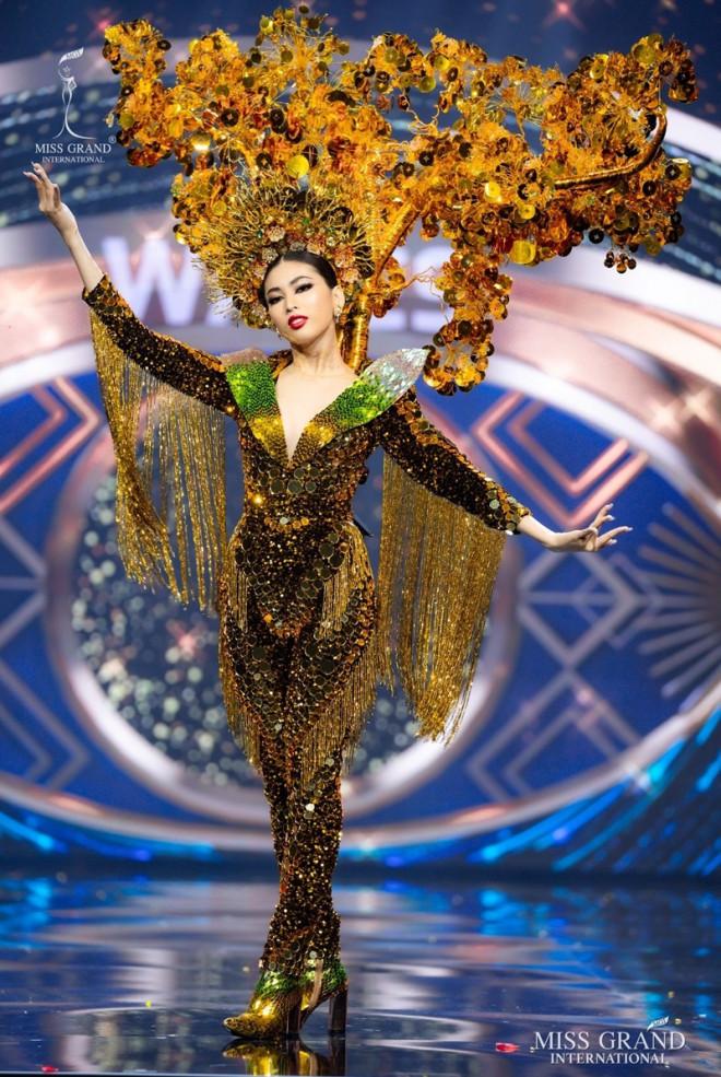 Cận cảnh bộ váy ý nghĩa của của Ngọc Thảo dự thi đêm Bán kết Miss Grand International 2020 - 6
