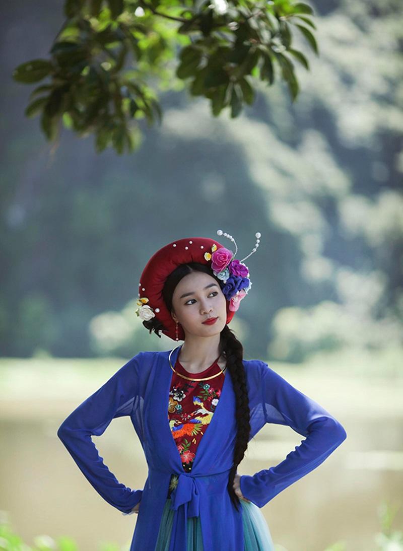 """Ninh Dương Lan Ngọc mặc yếm đẹp mê hồn nhưng lại có người """"tẽn tò"""" vì sự cố kém duyên - hình ảnh 4"""