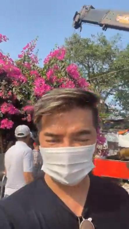 Đàm Vĩnh Hưng thuê xe cẩu sang nhà fan làm điều bất ngờ - hình ảnh 1