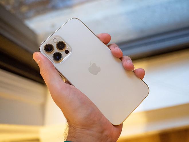 """iPhone 12 Pro Max xứng danh """"ông hoàng"""" smartphone năm 2021 - 1"""