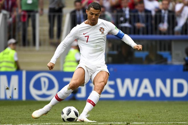 Ronaldo sút phạt quá kém: Đồng đội lý giải do kỹ năng hay do vận rủi - 1
