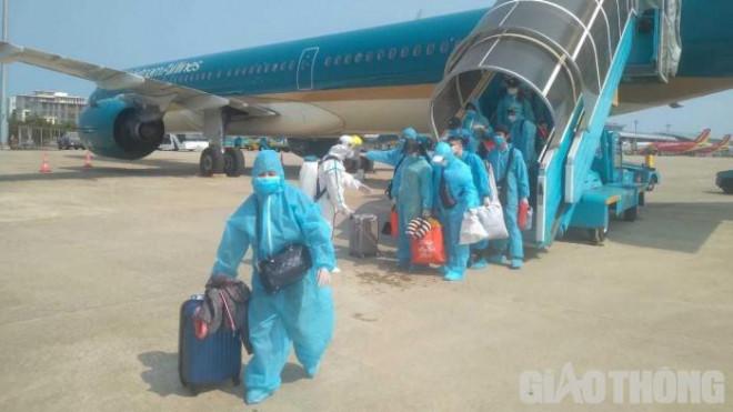 Công dân được giải cứu từ Hàn Quốc vui đến quên cả hành lý khi về nước