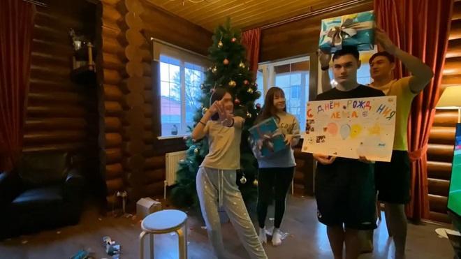 Phản ứng của gia đình bạn gái khi Đặng Văn Lâm về VN - hình ảnh 5
