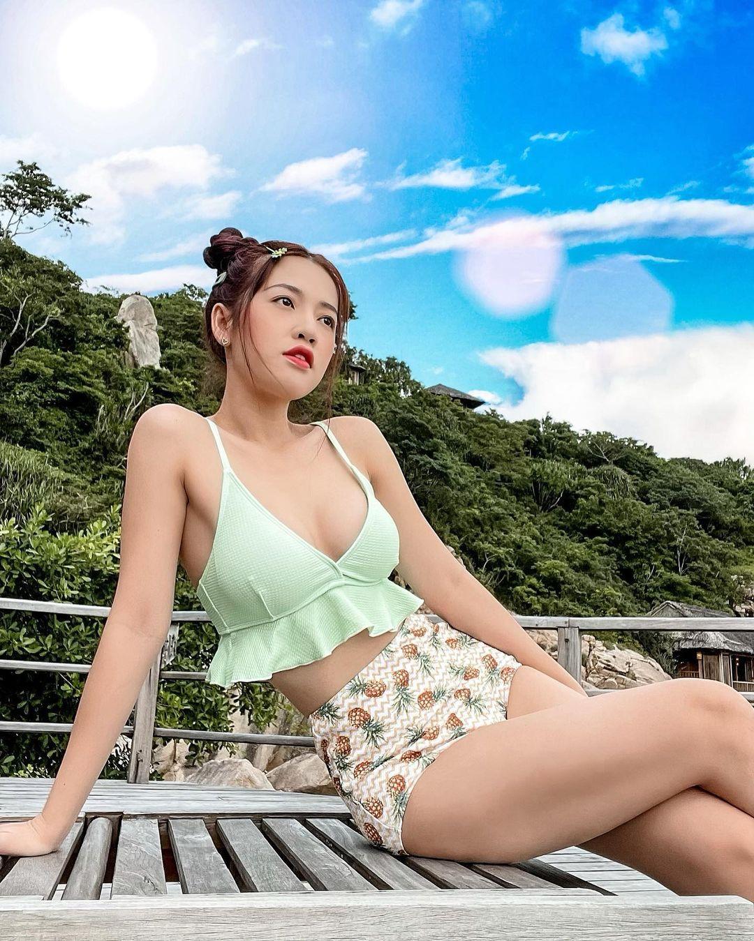 """""""Đệ nhất ngực đẹp làng hài Việt"""" tuổi băm gây ngỡ ngàng vì ngày càng đẹp sexy - hình ảnh 5"""