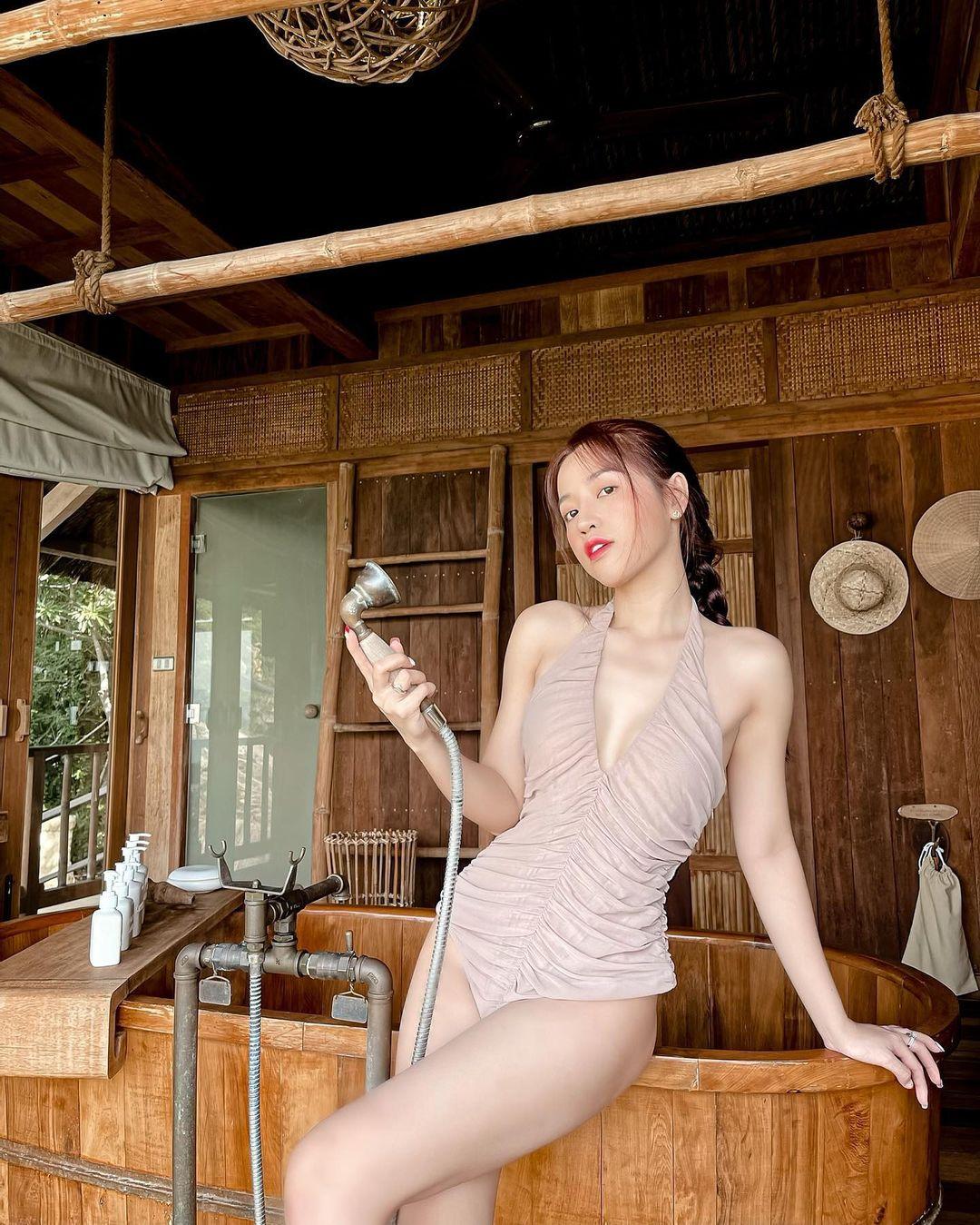 """""""Đệ nhất ngực đẹp làng hài Việt"""" tuổi băm gây ngỡ ngàng vì ngày càng đẹp sexy - hình ảnh 3"""