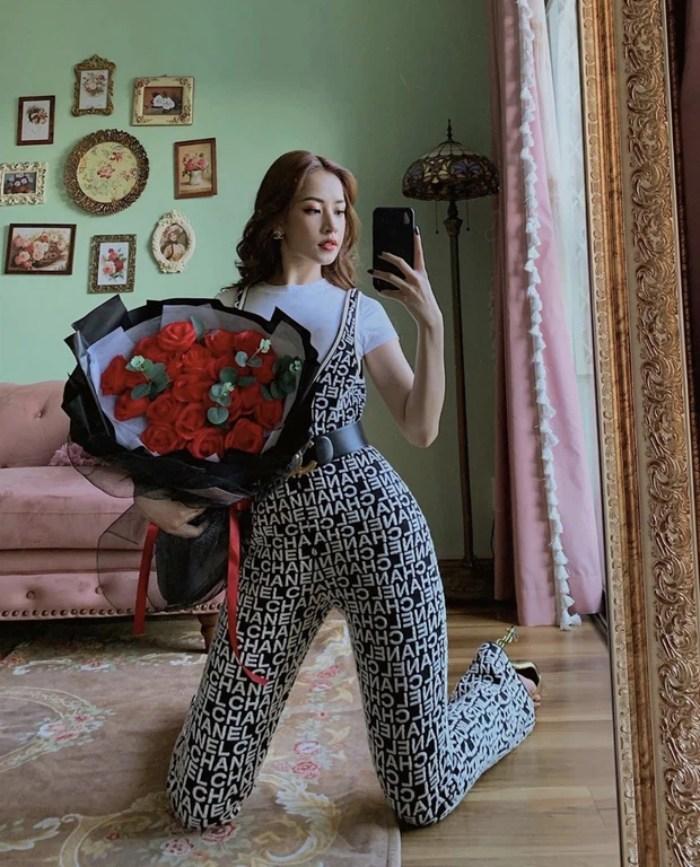 Dù chỉ ở trong nhà, Chi Pu vẫn gợi cảm với set đồ bơi buộc dây nhỏ xíu - hình ảnh 4