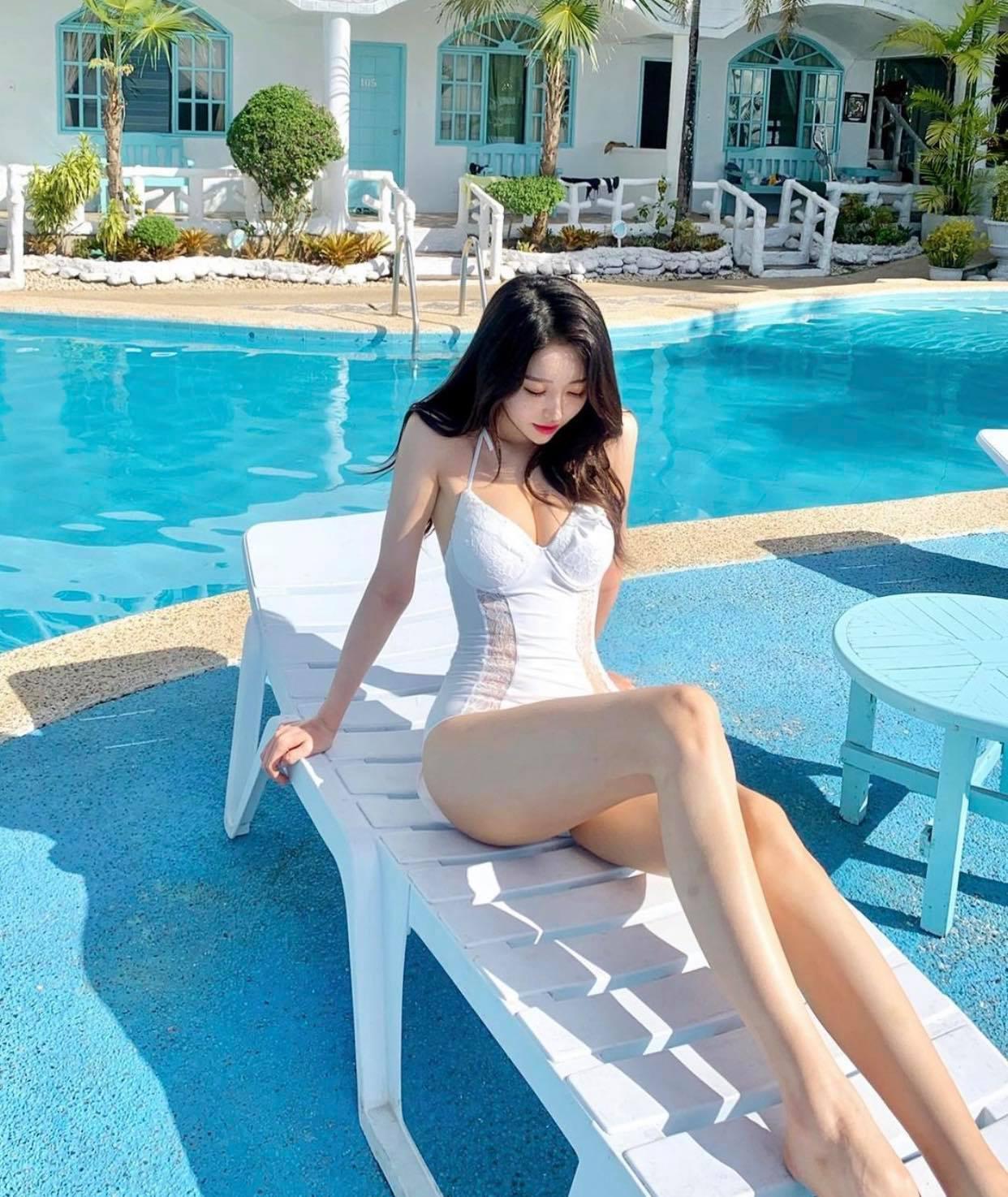Nữ sinh Hàn Quốc có đôi chân dài vô tận, vòng hông điểm 10, mặc bikini đẹp như giấc mơ - 5