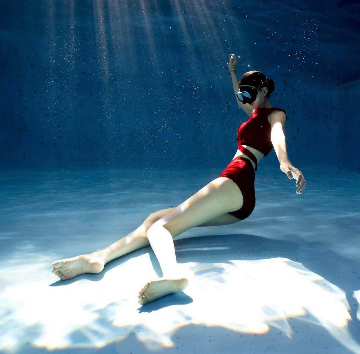 Nữ sinh Hàn Quốc có đôi chân dài vô tận, vòng hông điểm 10, mặc bikini đẹp như giấc mơ - 1
