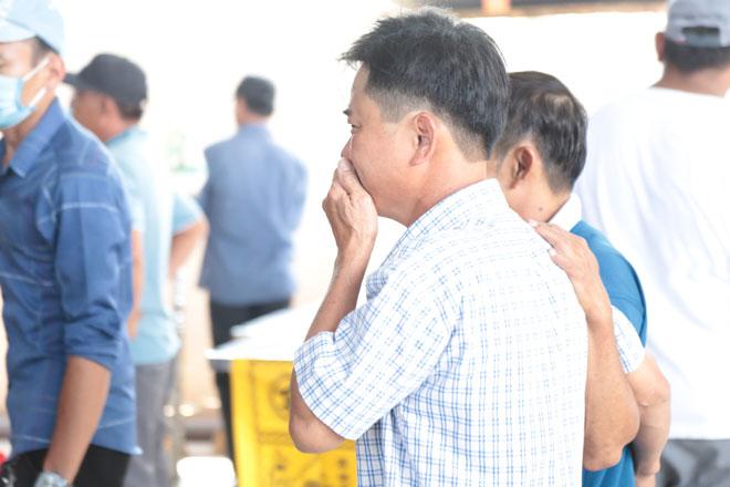 """Tiếng khóc xé lòng ở nhà tang lễ sau vụ cháy 6 người chết: """"Cho tôi nhìn mặt con cháu lần cuối - hình ảnh 4"""