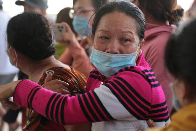 """Tiếng khóc xé lòng ở nhà tang lễ sau vụ cháy 6 người chết: """"Cho tôi nhìn mặt con cháu lần cuối - hình ảnh 6"""