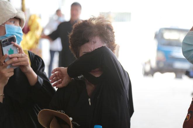"""Tiếng khóc xé lòng ở nhà tang lễ sau vụ cháy 6 người chết: """"Cho tôi nhìn mặt con cháu lần cuối - hình ảnh 7"""