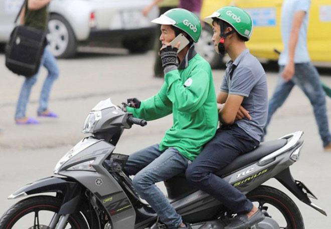 Sử dụng điện thoại khi điều khiển xe máy bị phạt bao nhiêu tiền? - 3