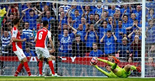 Reading - Arsenal: Sai lầm tệ hại