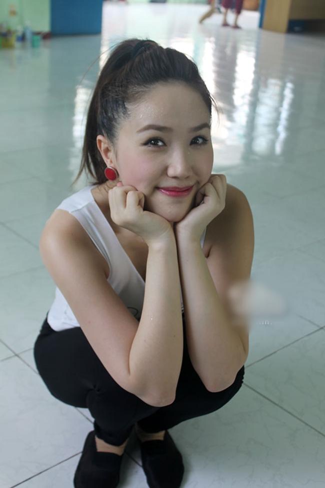 """Nắng nóng, nhìn Angela Phương Trinh, Hoàng Thùy Linh càng khiến fan """"bỏng mắt"""" - hình ảnh 4"""