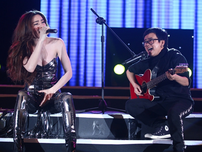 """Nắng nóng, nhìn Angela Phương Trinh, Hoàng Thùy Linh càng khiến fan """"bỏng mắt"""" - hình ảnh 11"""